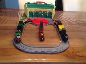 Gare de trains de thomas le petit train