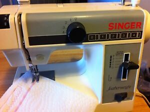 Singer featherweight model 322 sewing machine