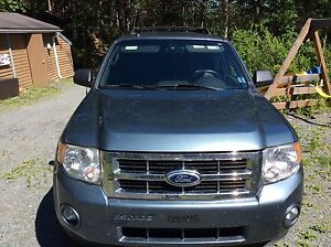 Reduced. 2010 Ford Escape xlt - price drop