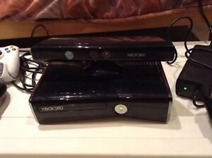 Xbox 360 250 GB+ Kinect+ manette+volant+chatpad+jeux