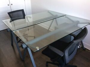 2 TABLES DESIGN EN VERRE ET METAL