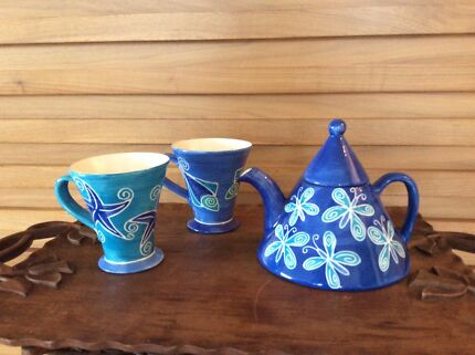 TEAPOT & MUGS BY MAD TADPOLE DESIGNS