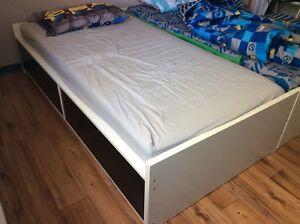 Ikea Flaxa Bed/ Ikea Lit Flaxa