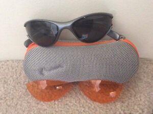 Paire de lunettes de soleil sport