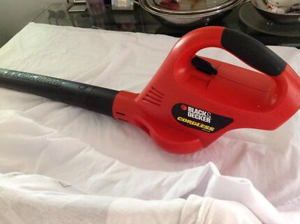 HEDGE TRIMMER, LEAF BLOWER. RECHARGEABLE BATTERIES Woollahra Eastern Suburbs Preview