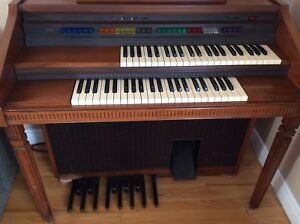 FREE LOWREY ORGAN EXCELLENT SHAPE