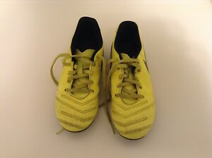 Boys soccer cleats, size 2 youth