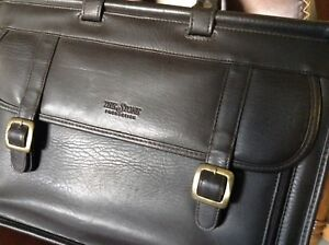 Briefcase / leather carry bag