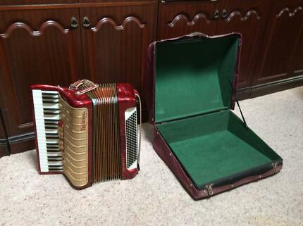 Piano  Accordion   Hohner Concerto IV  120  Bass