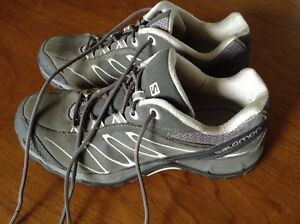 Womens leather soloman hikers excellent cond 7.5