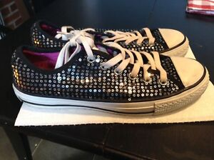 Like new black/silver sequin Converse Chuck Taylors Women's 8