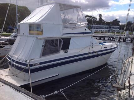 Markline 1100 fly bridge cruiser twin diesel family friendly Mount Hawthorn Vincent Area Preview