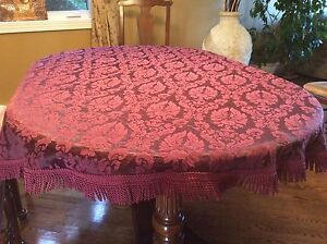 Beautiful Tablecloth for round or oval Table
