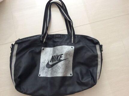 Girls / female Nike carry bag Bargain $15
