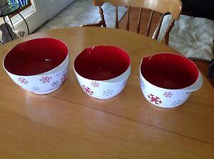 3mixing bowls