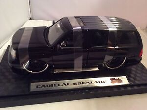 Diecast Car Cadillac Escalade Mint Condition 1:24