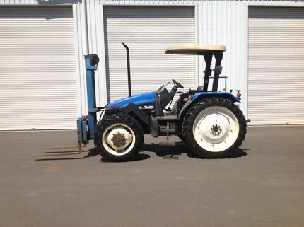 New Holland TL80 tractor with forklift