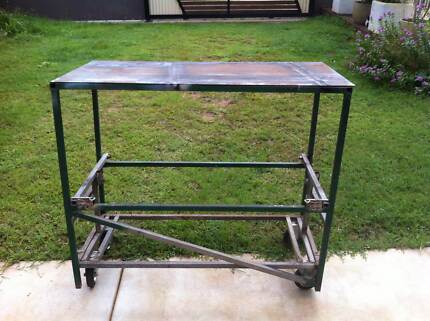 work bench & karcher vacuume cleaner