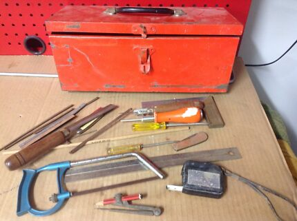 SMALL METAL TOOLBOX WITH HAND-TOOLS
