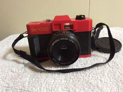 Retro BW-7000 35mm film point shoot camera no batteries needed
