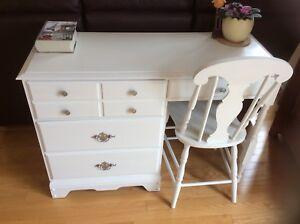 Magnifique bureau et chaise restaurée. Création unique!!
