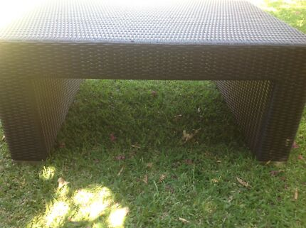 Outdoor woven coffee table
