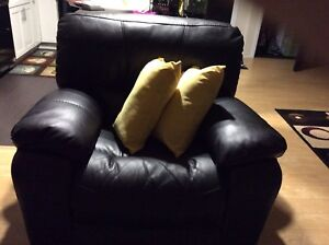Black powered Recliner in excellent condition