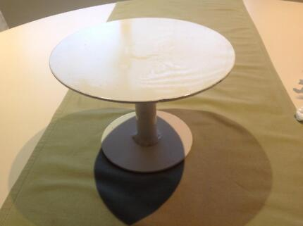 White extra Heavy duty metal cake stand