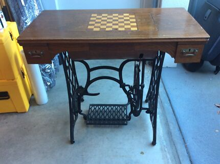 Singer Sewing machine with inlay games board