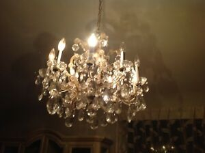 Super lustre en cristal , 26 pouces de diametre, negociable