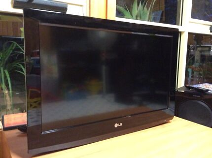 """LG42"""" HDTV digital good condition nice picture wall mounted include"""