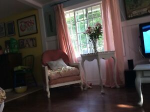 Charming 2 bedroom cottage for rent in Crystal Beach