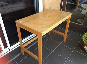 Small timber desk suit child Queenscliff Manly Area Preview