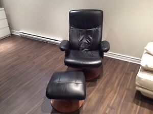 Leather recliner 250 $ contact me at 514 585 7055