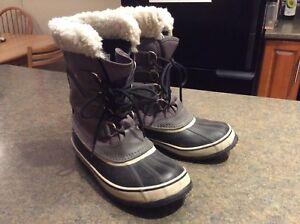 "Sorel ""Winter Carnival"" Ladies boots size 8"