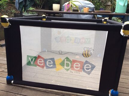 Ve bee play pen 4 sections