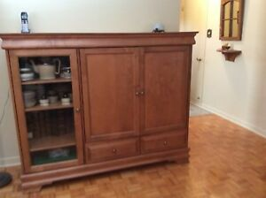 Armoire, commode.