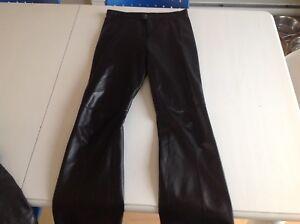 Pantalon neuf en cuir noir/femme/grandeur 4