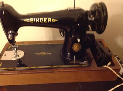 Vintage 50's SINGER Sewing Machine in Wooden Case + Electric moto