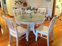 TABLE AND CHAIRS Shellharbour Shellharbour Area Preview
