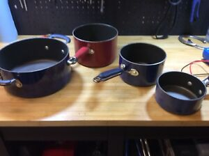 Four (4) pots with Lids