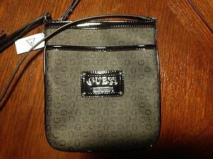GUESS PURSE Cambridge Kitchener Area image 1