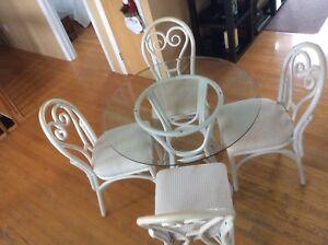 Table 36 pouces et 4 chaises en bamboo