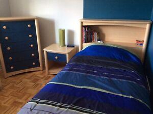 Lit simple pour enfant set chambre.