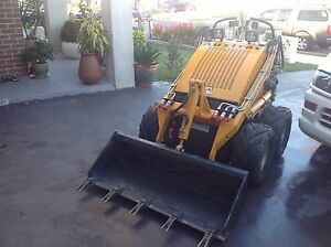 Mini digger / dingo almost new.  In an excellent condition. Macquarie Links Campbelltown Area Preview