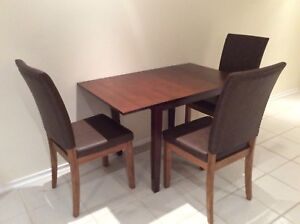 Drop leafs table and 3 chairs