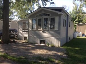 MOBILE HOME Beautifully Appointed Residential 50+ Community