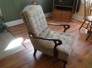 Antique Windsor bowback chair