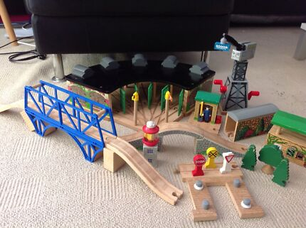 Thomas the Tank Engine track and assecories,huge collection