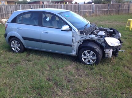 Wrecking 09 Kia Rio or wanted parts to complete